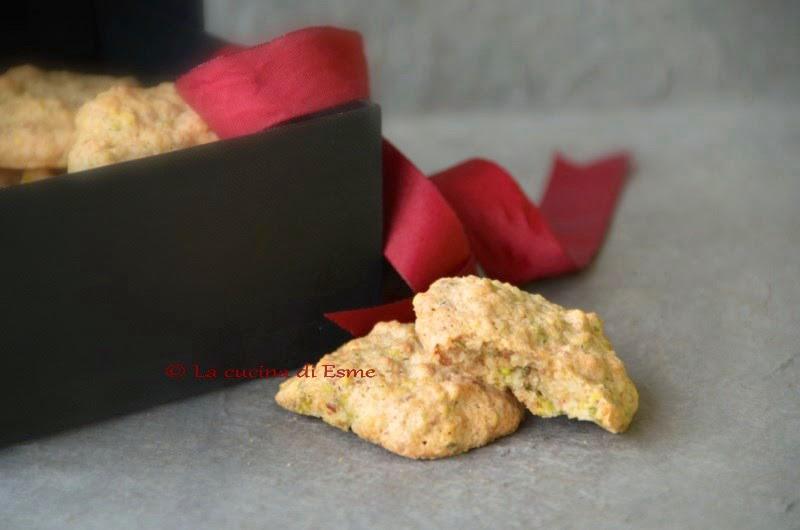 Biscotti Da Credenza Alice : La cucina di esme: biscotti solo albumi con farina mandorle