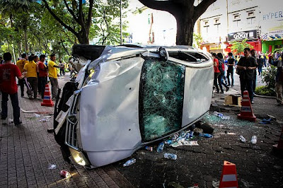 BERSIH 3.0 Overturned police car