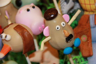 Cake Pops by Cakin' Around