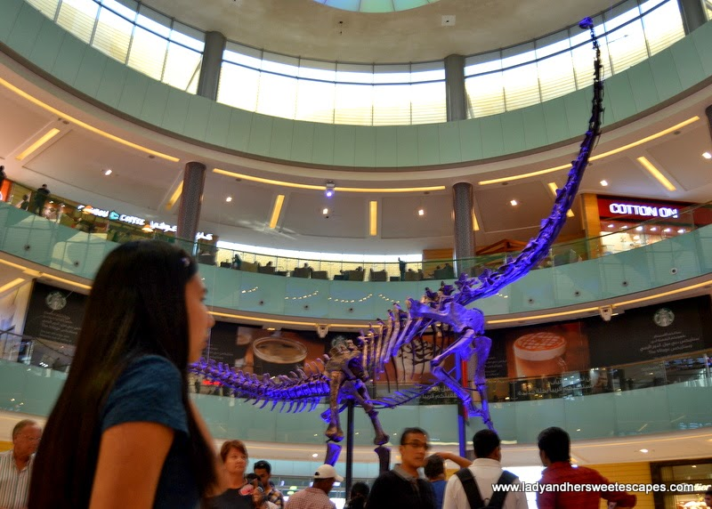 Lady and the dinosaur at The Dubai Mall