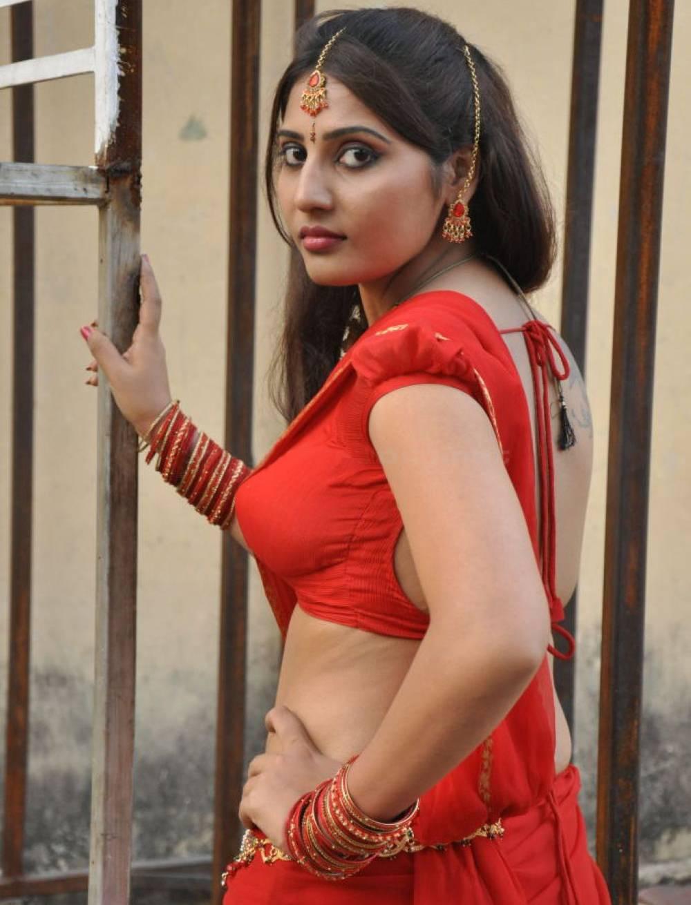 Tamil Actress Reshmi Hot Saree Photo Images