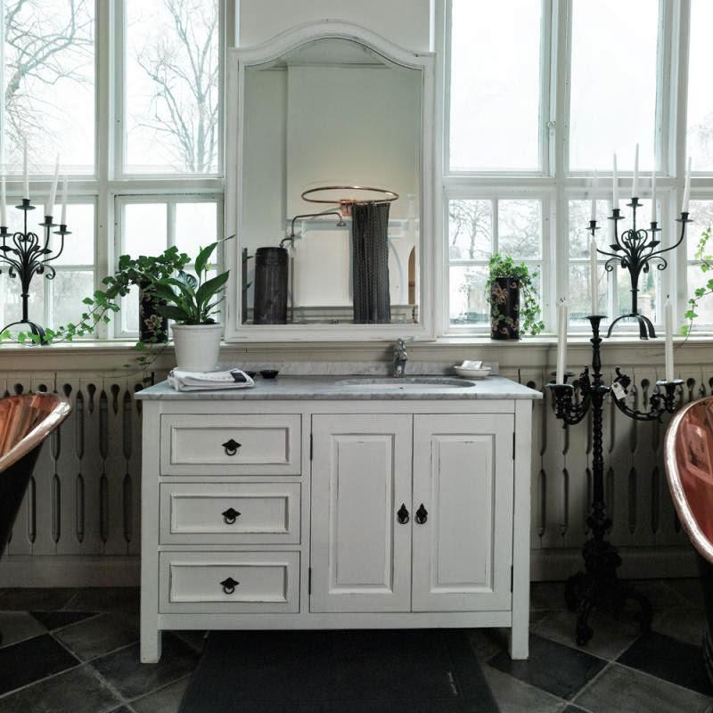 Den Vita Drömgården Badrumsmöbler för New England hus