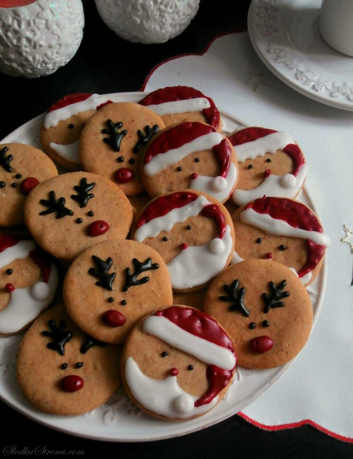 Smaczne ciasteczka z uroczymi bożonarodzeniowymi motywami. Ciasteczka prócz charakterystycznego dla świąt korzennego smaku, przedstawiają świąteczne postacie Mikołaja oraz Reniferów, którymi zauroczą się szczególnie dzieci. Ponadto maluchy będą mięć mnóstwo zabawy podczas ich samodzielnego tworzenia. ciasteczka korzenne, ciasteczka korzenne przepis, ciasteczka z mikołajami, ciasteczka bożonarodzeniowe, ciasteczka na boże narodzenie, boze narodzenie przepis, ciastka na boze narodzenie, ciasteczka swiateczne,ciasteczka swiateczne przepis, ciastka swiateczne przepis, ciasteczka z mikolajem,ciasteczka z reniferami, ciastka z reniferami, ciastka z mikolajami, ciastka korzenne przepis, pierniczki z mikolajem, pierniczki z reniferem Mikołaj, Renifery,