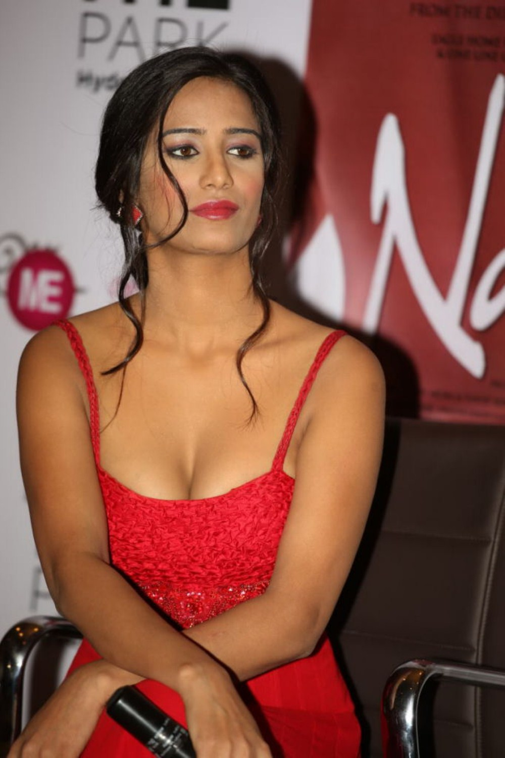 Hot Stylish Poonam pandey hot like red chili trying seduce