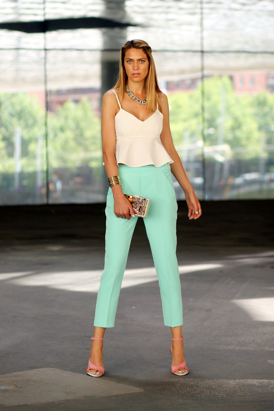Outfit white top and green pants