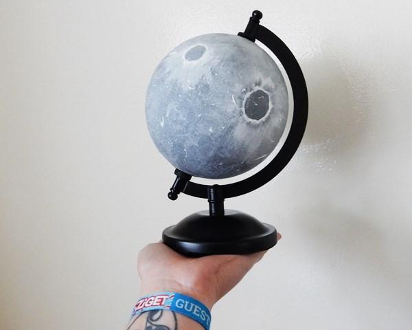 Le globe lunaire