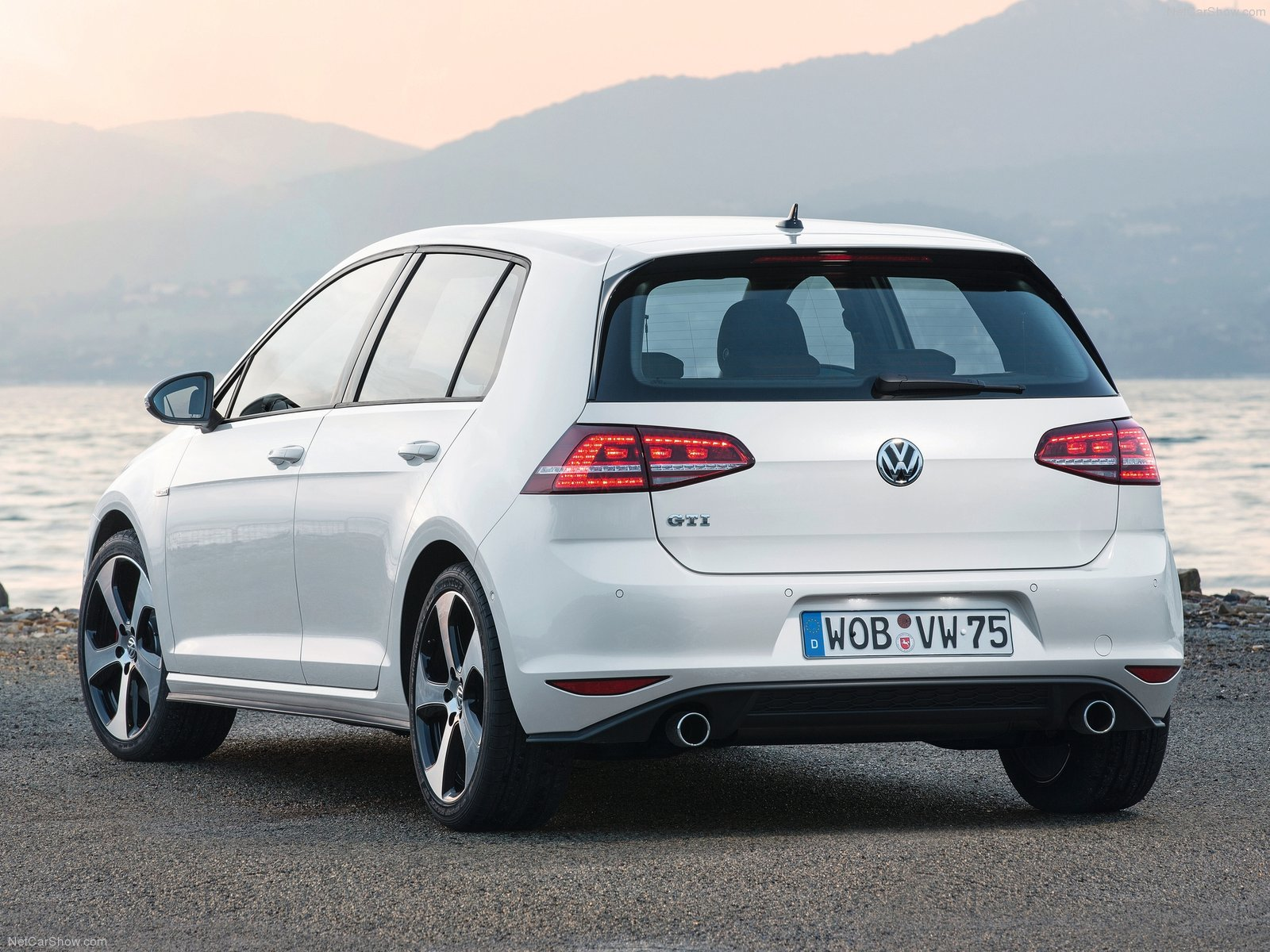 2014 Volkswagen Golf Gti Review Spec Release Date Picture