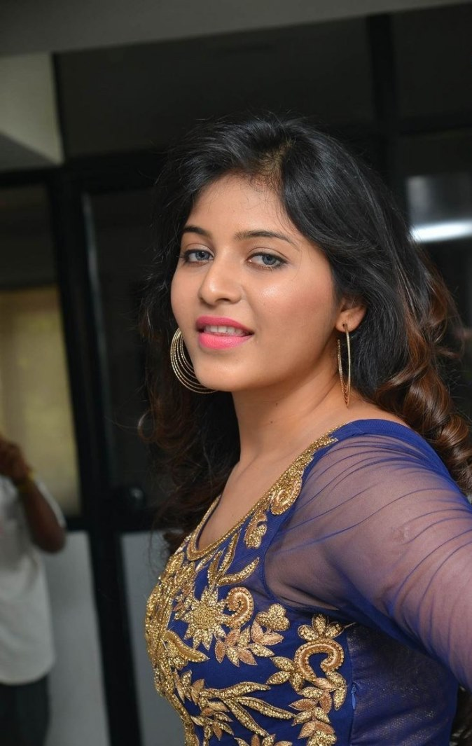 Telugu hot actress anjali with blue transperent chudidar at audio function new pics