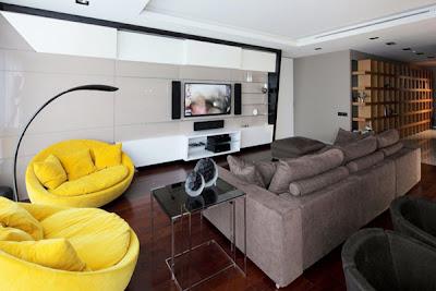 apartamento de colores contrastantes