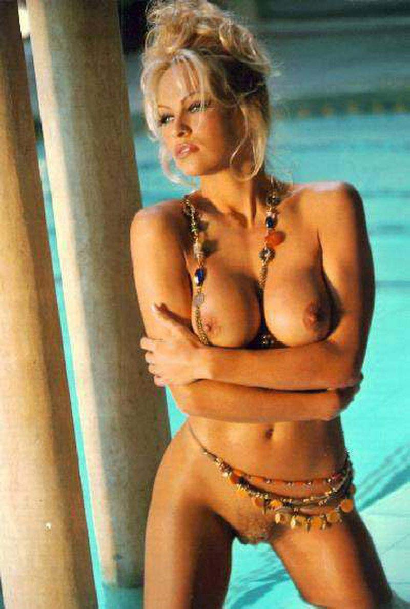 Excited Pamella anderson boobs seems magnificent