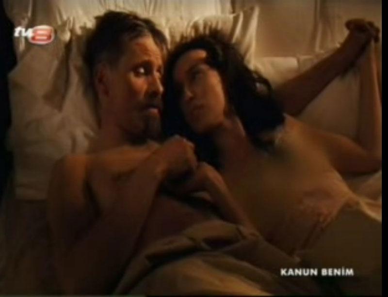 Yeni geline tecavüz eden zenci şöför  Türk Porno Hd