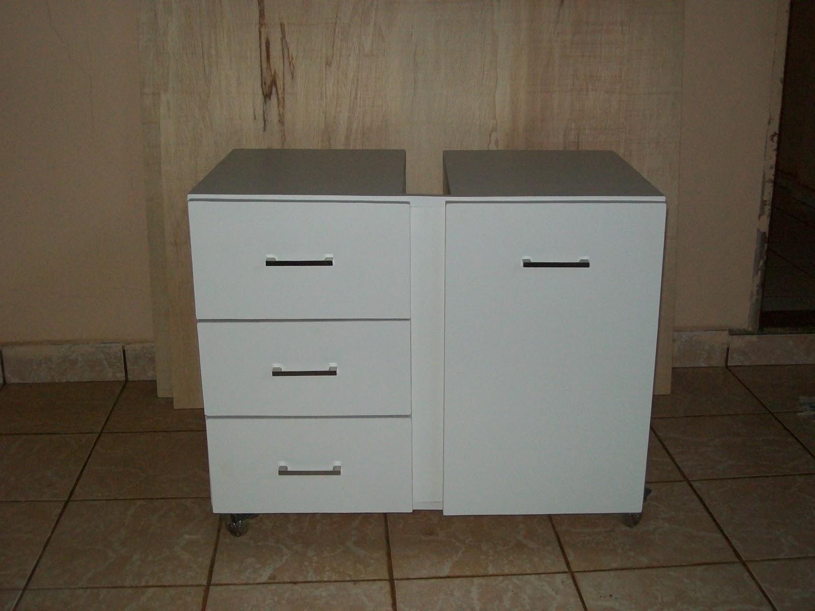 Moveis Planejados Armário para Banheiro com cesto (Acabamento Fórmica TX) -> Armario Banheiro Jundiai