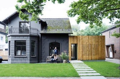 mini house- black architectural home design