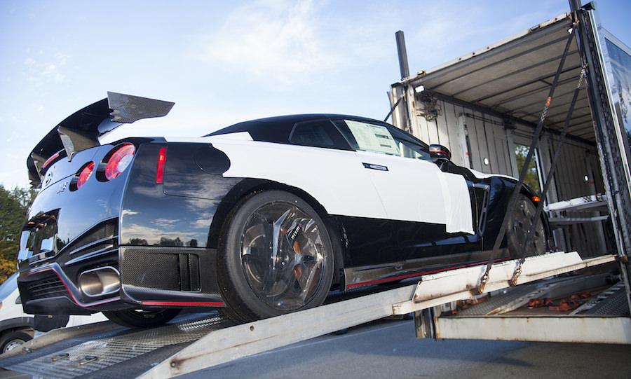 【動画】日産「GT-R NISMO」の米国第一号車が納車される様子