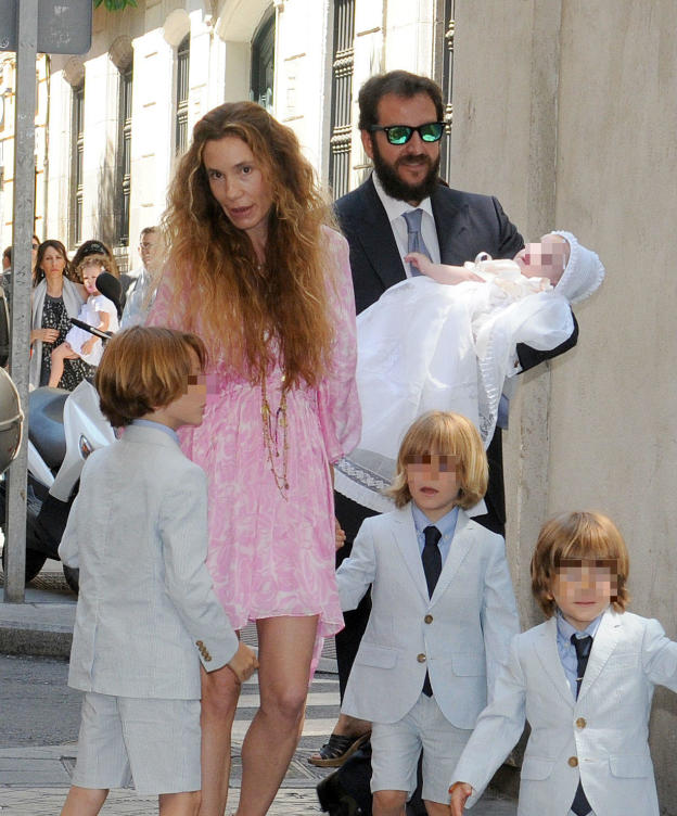 El emotivo bautizo de kala thyssen cotibluemos for Blanca romero y sus hijos