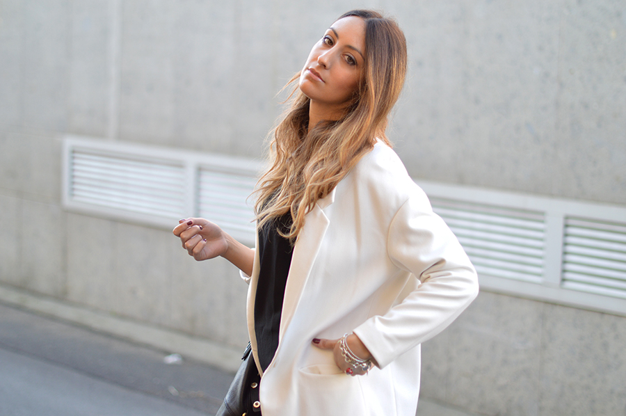 white coat, cappotto bianco, pantaloni eleganti, pantaloni in piega look, valentino shoes, valentino rockstud shoes, valentino rosckstud heels, givenchy bag, fashion blogger, italian fashion blogger, elisa taviti