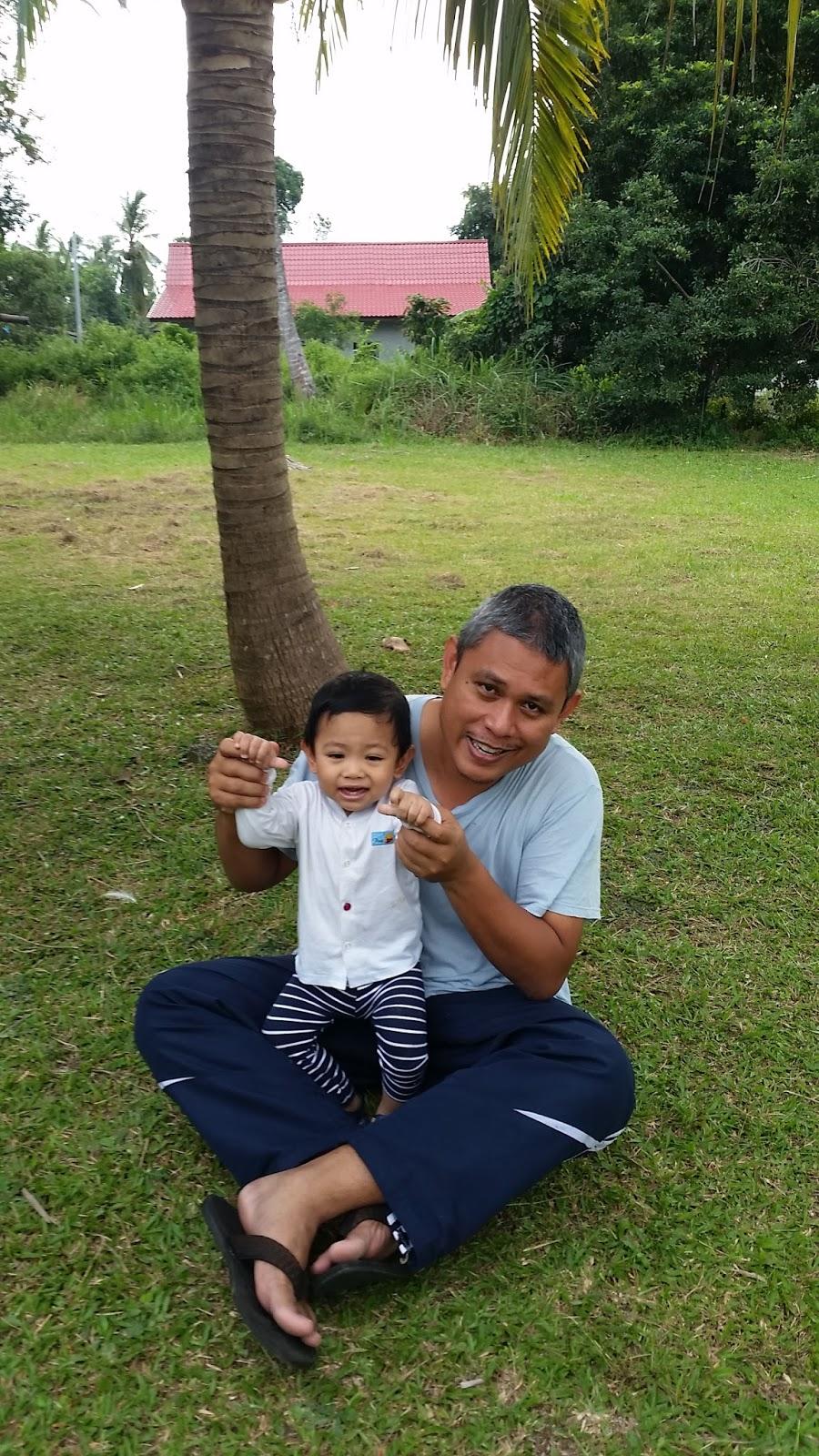 Di bawah pokok kelapa