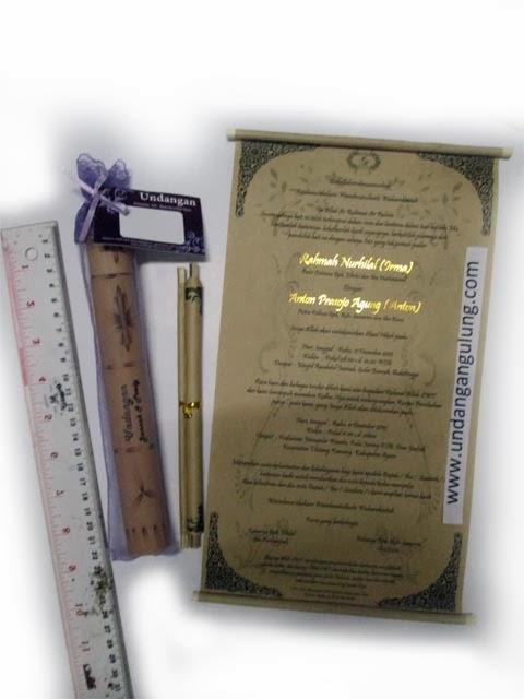 undangan gulung bambu ukuran 21 cm tile kemasan