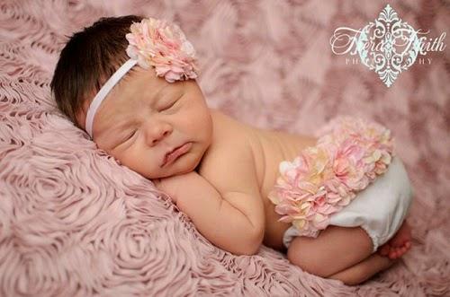 Photo bébé qui dort avec accessoire