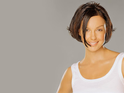 Sexy Actress Ashley Judd New Hair style