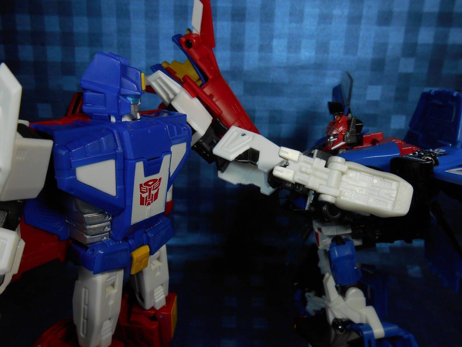 http://murakami-night.blogspot.com/2015/04/takara-masterpiece-24-part1-saber-review.html