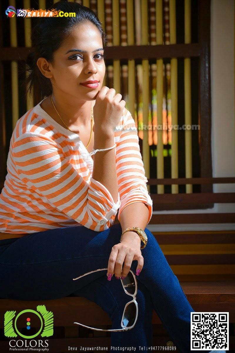 Menaka Maduwanthi tight jeans