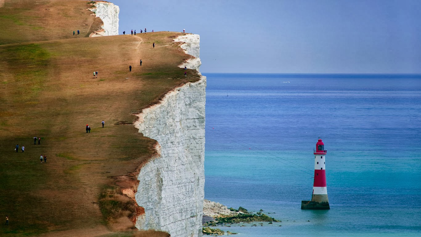 Cliffs and lighthouse at Beachy Head, East Sussex, England (© Malcolm Park/Corbis) 336
