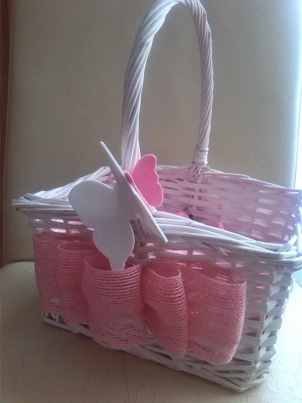 Cestas de mimbre decoradas top cesta playera decorada con - Como adornar una cesta de mimbre ...