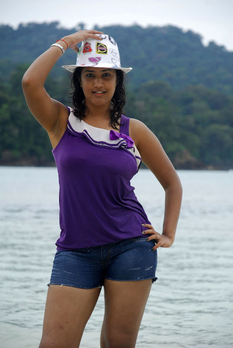 Mugguru Movie Hot New Stills cinema gallery