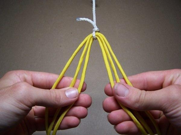 Плетеный браслет из шнура
