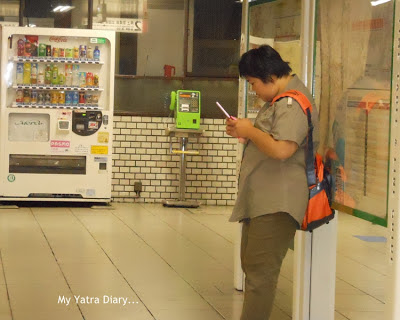 People stuck to their cell phones - Tokyo, Japan