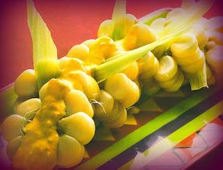 Choclos con salsa de ají amarillo