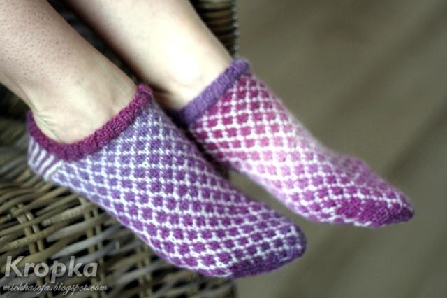 Wełniane skarpetki stopki z wzorem żakardowym ręcznie zrobione.