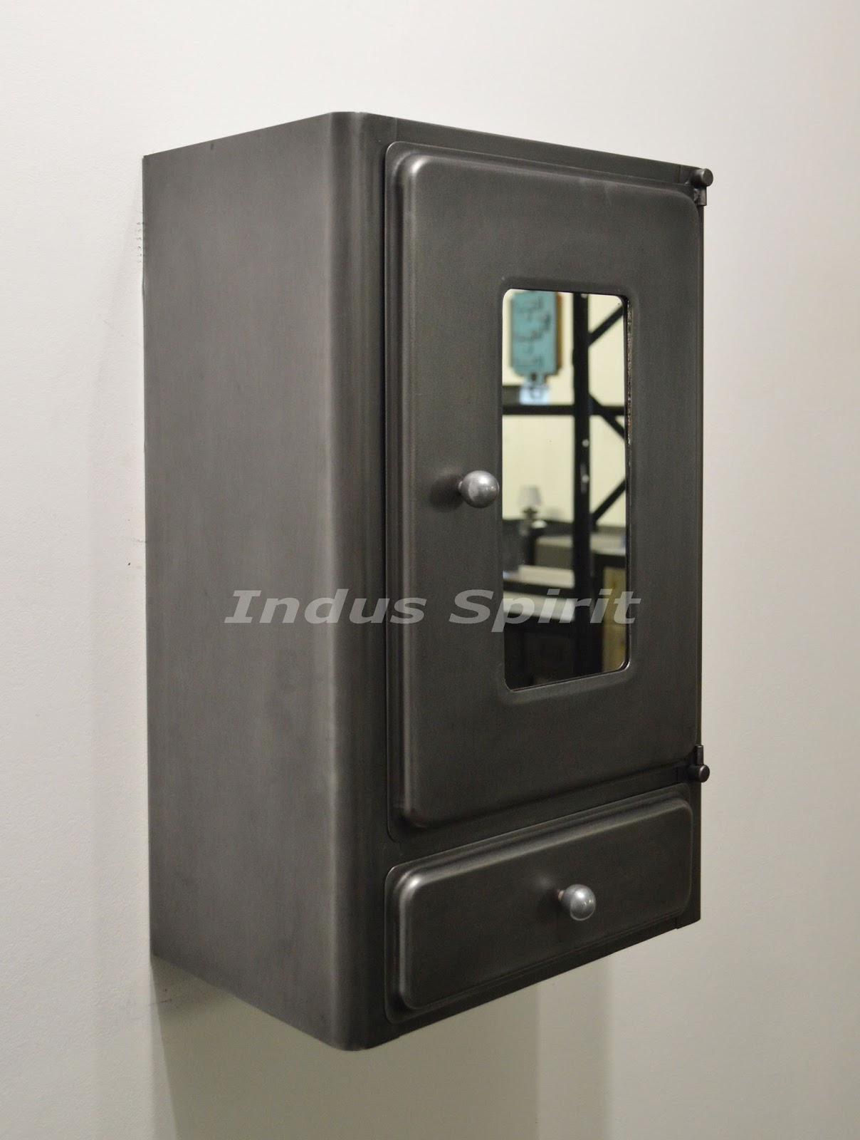 armoire pharmacie industrielle. Black Bedroom Furniture Sets. Home Design Ideas