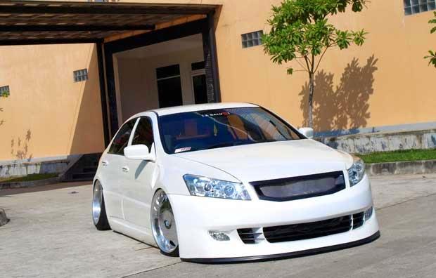 Modifikasi Honda Accord Putih