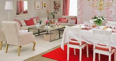 Bella decoración a base de tonos de rojo y rosa