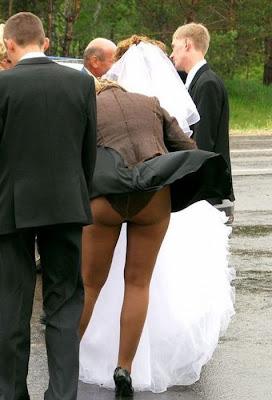 najsmešnije fotografije venčanje: ženi se vidi guza