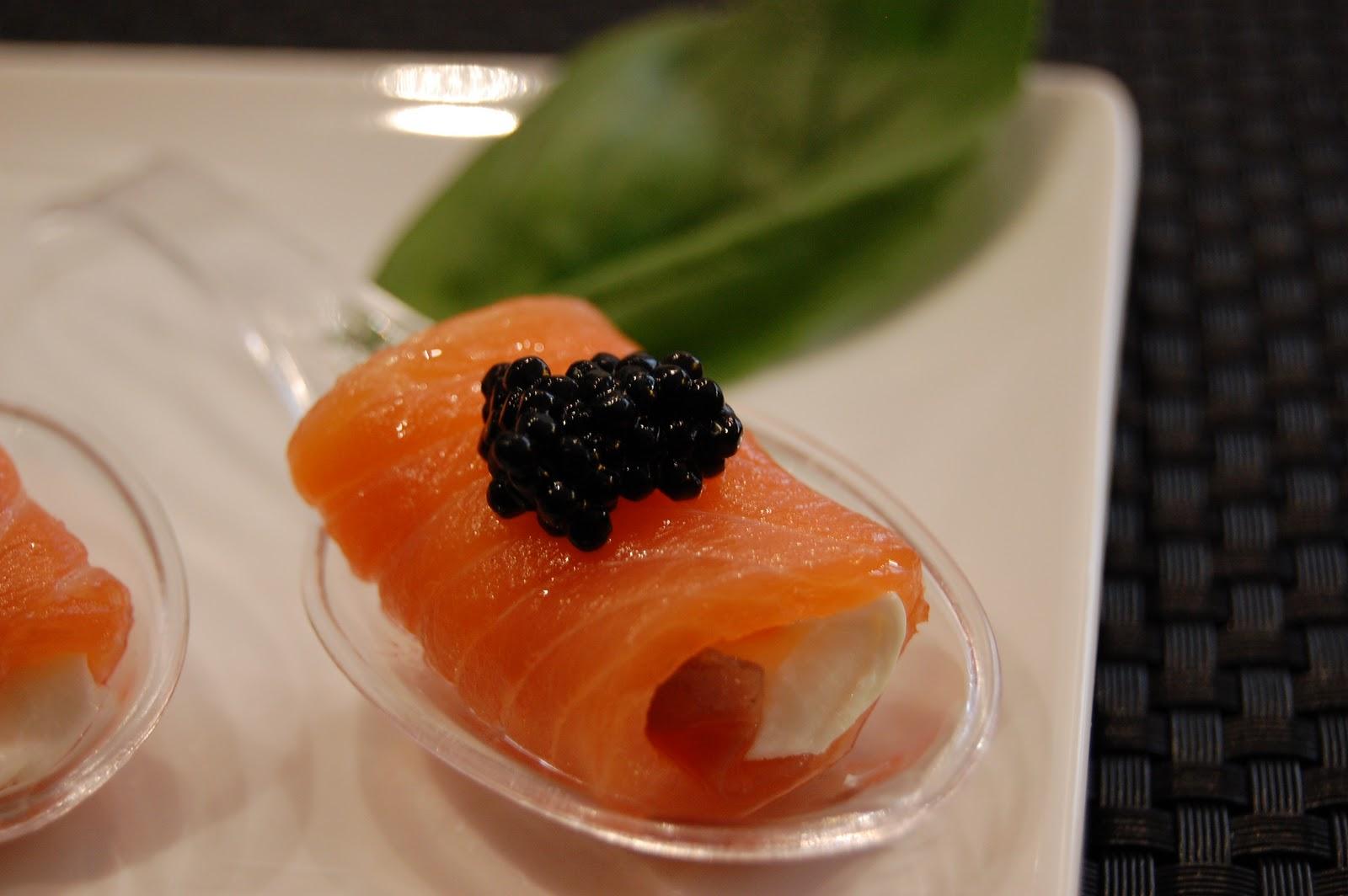 Rollitos de salm n ahumado y queso fresco receta de sergio - Aperitivos de salmon ahumado ...