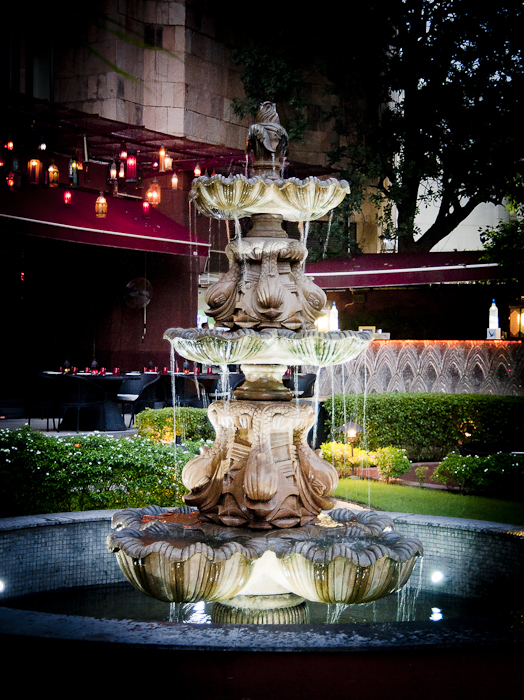 This is a photograph of water fountain in an open garden of Samrat Hotel in Delhi. This is just outside the LAP club, to be very specific. LAP club is one of the popular club in Delhi and owned by Bollywood actor Arjun Rampal !!!This garden is really beautiful and lights around this look amazing during the evenings.
