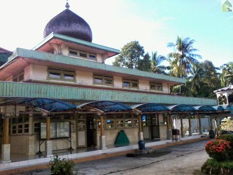 gambar Masjid Al Abrar Gambah Luar