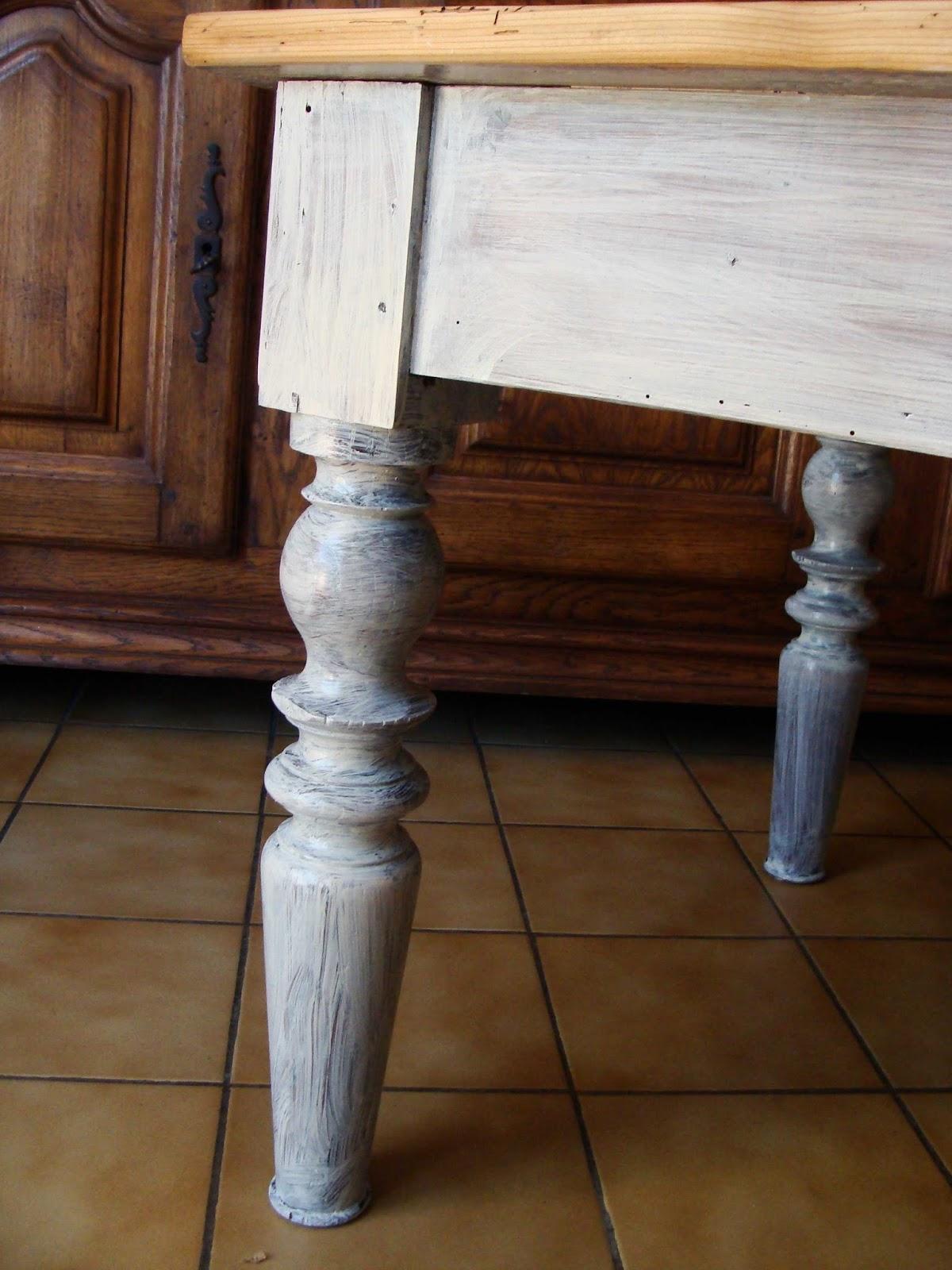 Nouvelle vie pour objets et meubles table basse for Peinture pour table en bois tours