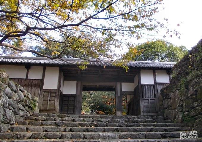 Ruines du château d'Akizuki, porte Nagaya