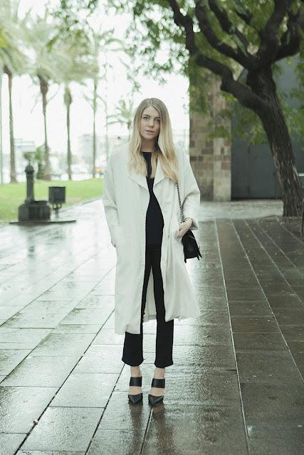 Para ir a lo oficina ¿qué me pongo? abrigo blanco