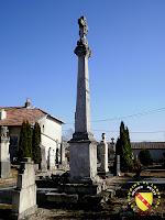 Vitrey - Croix monumentale du cimetière
