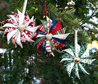 http://www.supermomnocape.com/2015/11/05/prairie-point-star-ornament-tutorial/