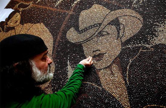 مليون حبة قهوة لرسم لوحة من الفسيفساء One-million-coffee-beans-mosaic