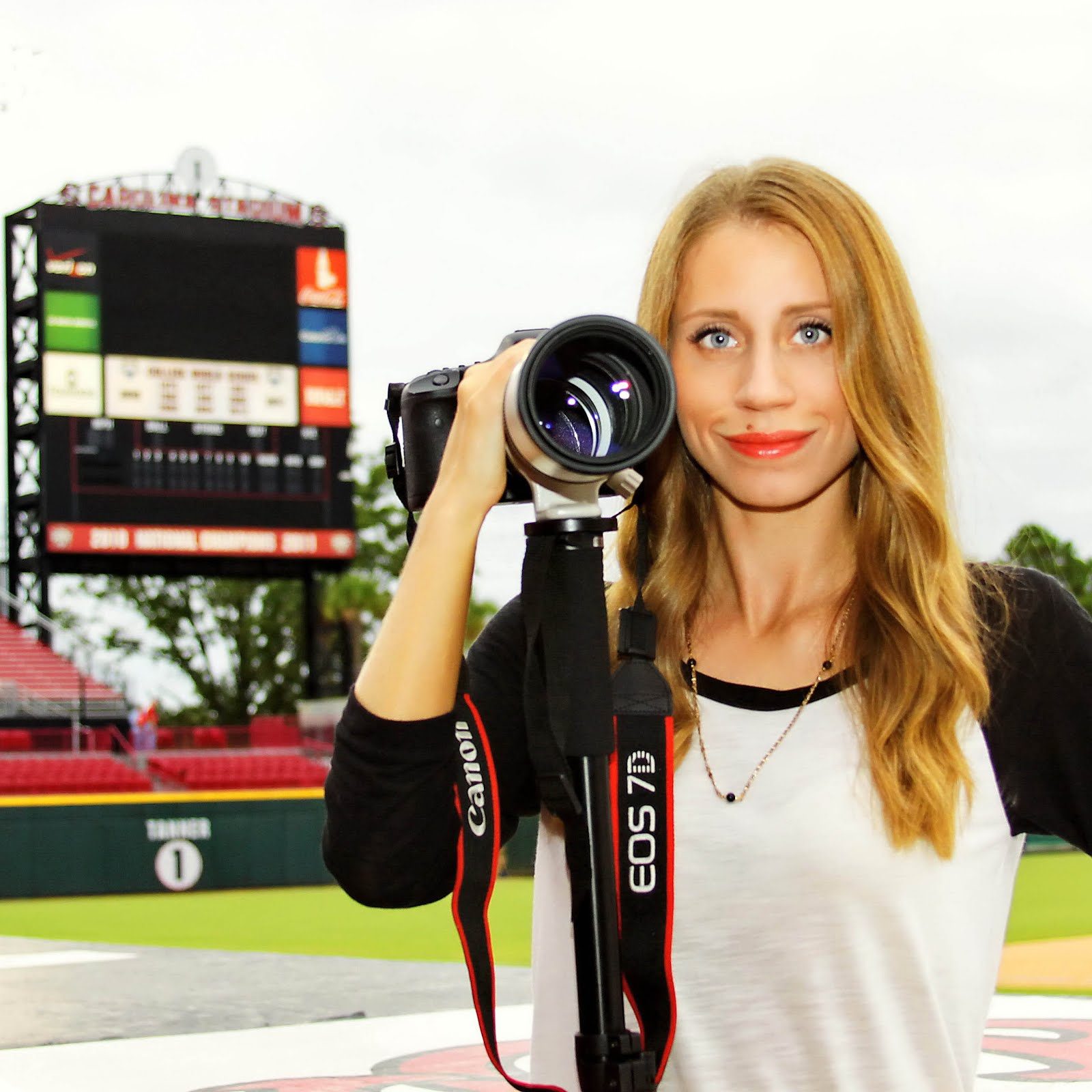 Photographer. USC Grad. I love my husband, my family, my dogs, and of course Baseball.