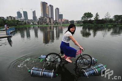 Mengkreasi Sepeda Disaat Banjir