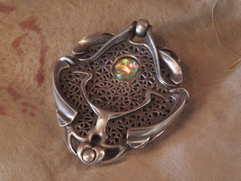 Medallion prop John Carter