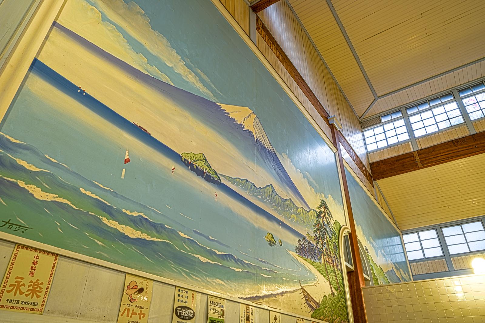 子宝湯、浴場の富士の壁画のHDR写真